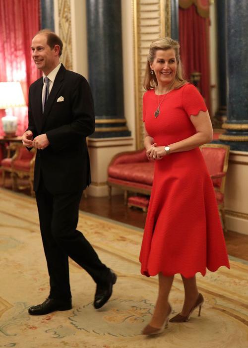 Hoàng tử Edward và vợ Sophie - Nữ bá tước xứ Wessex tại buổi tiệc tối 20/1 tại Điện Buckingham. Ảnh: PA.