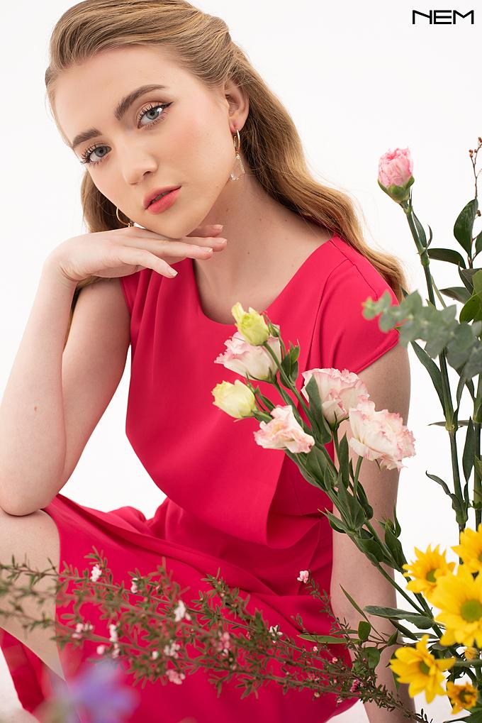 Sắc hồng giúp phái đẹp nổi bật hơn trong ngày đầu năm.