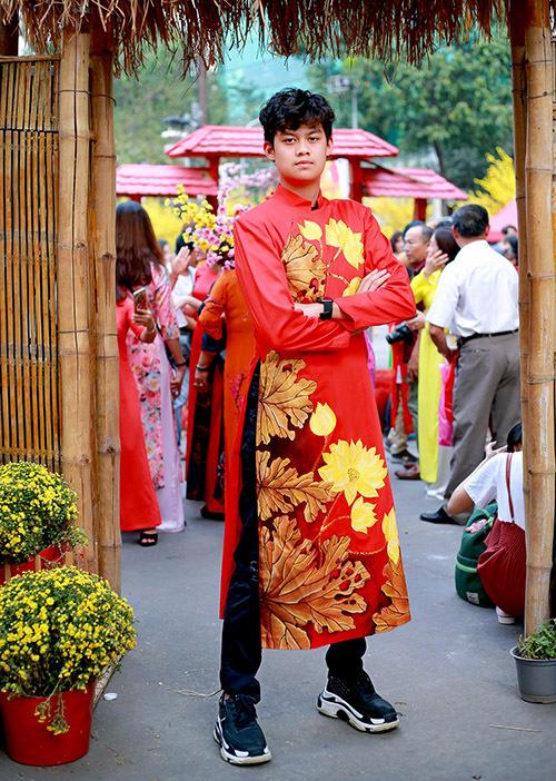 Con trai Hiền Mai tên Tony chững chạc ở tuổi 15. Cậu thiếu niên đã cao 1,78 m và vẫn đang trong giai đoạn phát triển.