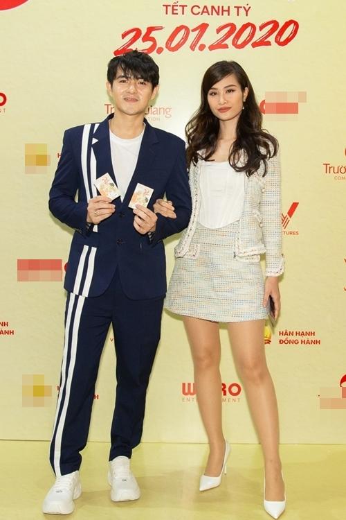 Vợ chồng ca sĩ Đông Nhi - Ông Cao Thắng đến chúc mừng phim mới của Quang Huy - ông bầu trước đây của Ông Cao Thắng.