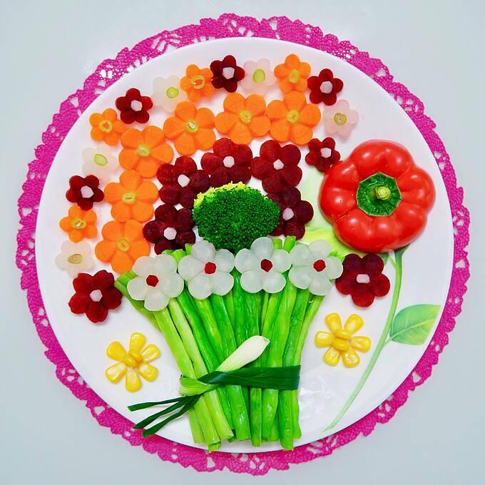 Một đĩa rau củ được trình bày đẹp mắt của chị Bích Ngọc.