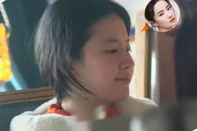Lưu Diệc Phi không trang điểm, mặt mộc trắng hồng hào. Nhan sắc tuổi ngoài 30 của cô khiến nhiều người phải ngưỡng mộ.