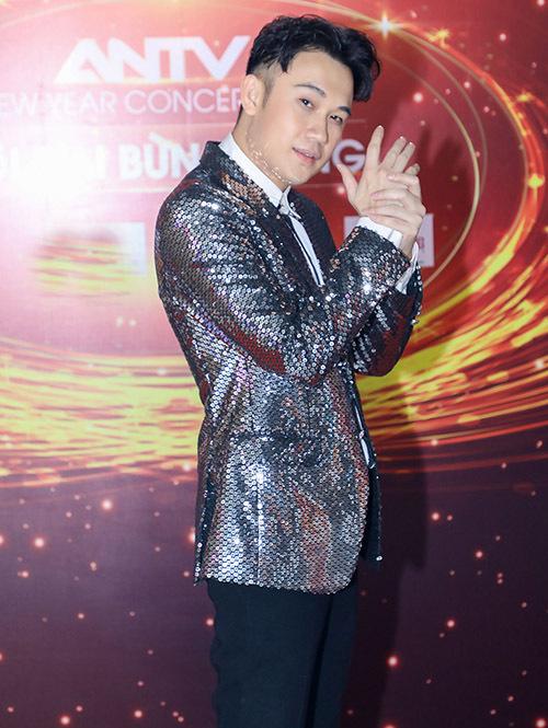 Dương Triệu Vũ trung thành với phong cách chỉn chu, lịch lãm.