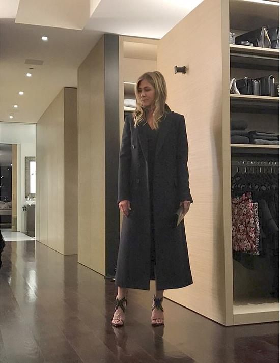 Những món đồ màu đen được Jennifer yêu thích và sắm rất nhiều.