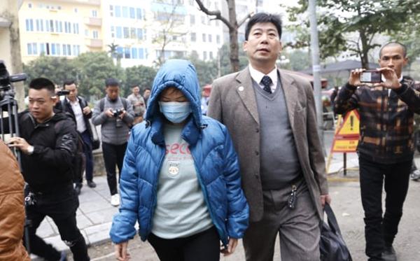 Bà Nguyễn Bích Quy đến phiên xử sơ thẩm sáng 14/1. Ảnh: Nguyễn Ngoan.