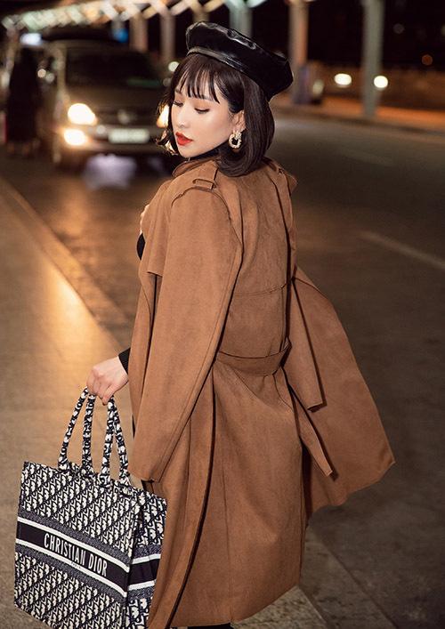 Cận Tết nhưng Ivy vẫn lên đường đi Hàn Quốc công tác theo lịch trình đã định sẵn. Cô có cuộc họp ở Seoul với các đối tác tronglĩnh vực kinh doanh mỹ phẩm.