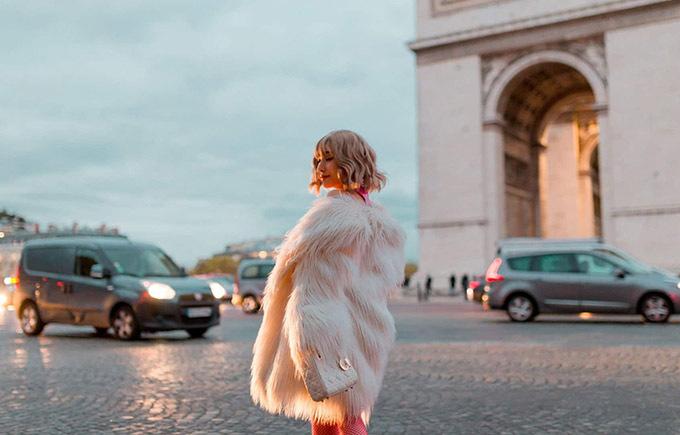 Người đẹp tiết lộ cô mang theo nhiều váy áo trong chuyến đi châu Âu. Cô luôn chăm chút vẻ ngoài kỹ lưỡng mỗi lần xuất ngoại.