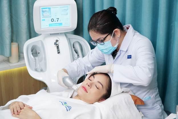 Diễn viên Dương Cẩm Lynh lựa chọn JW Skincare Clinic để chăm sóc làn da.