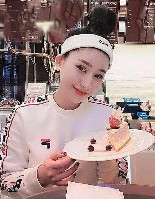 Cô rất thích các món bánh ngọt nên thỉnh thoảng cũng tự thưởng cho mình, dù sợ béo.