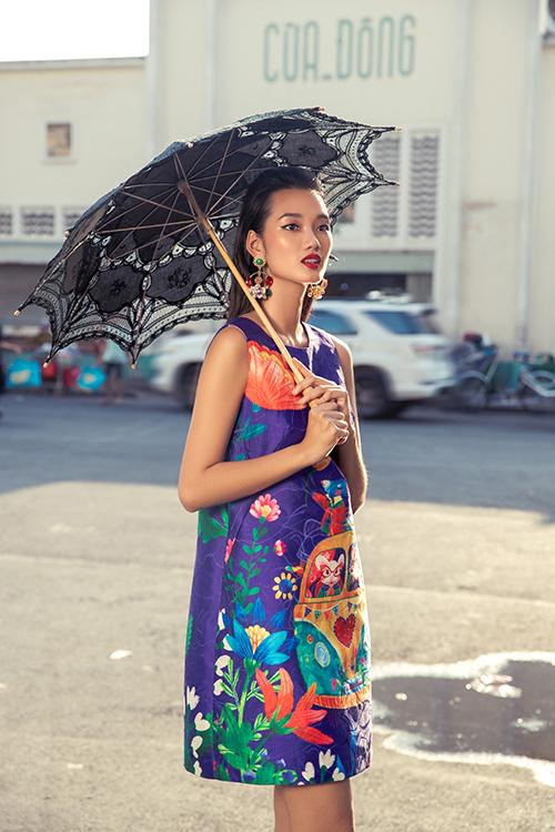 Đầm suông, váy sát nách, váy ngắn phù hợp với mùa xuân phương Nam tiếp tục được hai nhà mốt giới thiệu ở bộ sưu tập xuân 2020.