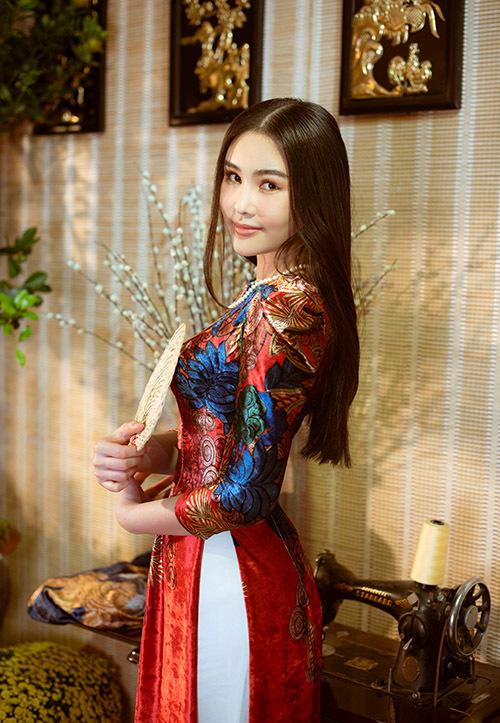 Năm Canh Tý Ngân Anh vẫn theo đuổi công việc kinh doanh. Cô thỉnh thoảng nhận lời làm mẫu ảnh hoặc tham dự các sự kiện của showbiz Việt cho vui chứ không định gắn bó với nghệ thuật.