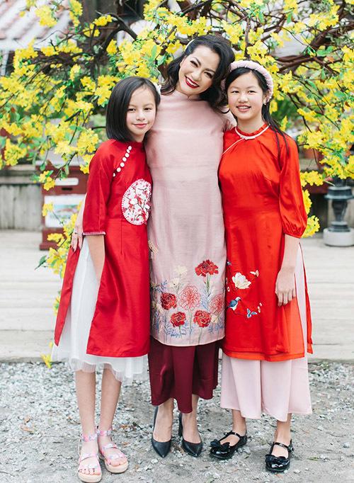 Bé Vân An được nhiều người nhận xét như bản sao của Ngọc Thúy trong khi con gái lớn Tâm An (phải) giống chồng cũ của cô - đại gia Đức An.