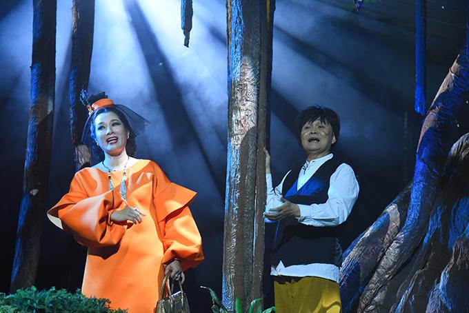 Thanh Thanh Hiền và Xuân Hinh là hai gương mặt mới nhưng vẫn tung hứng rất ăn ý với mọi người.