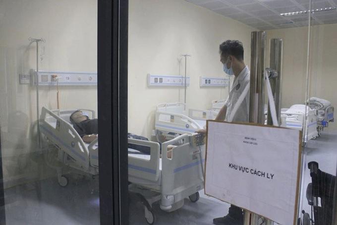 Nam bệnh nhân được cách ly tại bệnh viện E Hà Nội. Ảnh: Phạm Chiểu.