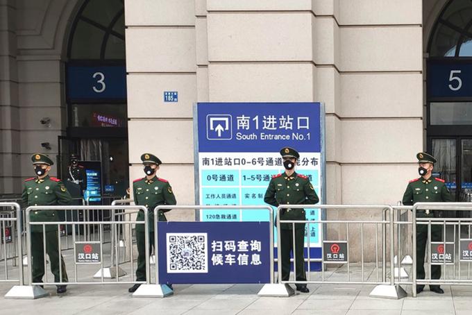 Ga tàu tại Vũ Hán không một bóng hành khách do lệnh phong tỏa. Ảnh: AFP.