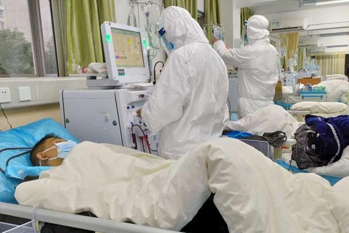 Bệnh nhân viêm phổi Vũ Hán được điều trị cách ly. Ảnh: AFP.