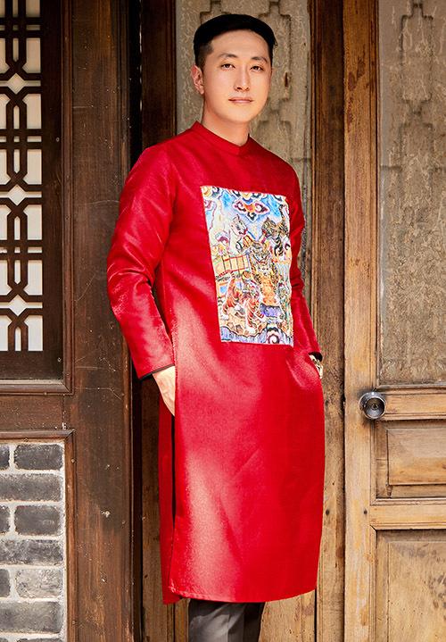 Bạn trai cô - anh Soma trông thư sinh, nho nhã khi mặc quốc phục Việt Nam.