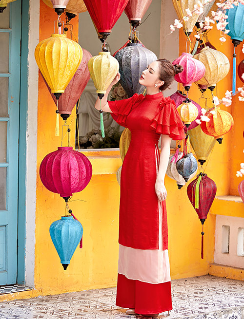 Bộ ảnh do chuyên gia trang điểm Hiền Lưu và nhà thiết kế áo dài Cường Đàm hỗ trợ thực hiện.
