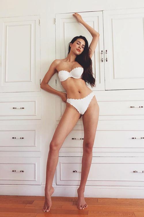 Bà mẹ một con thường đăng ảnh bikini, khiến nhiều người khó tin cô đã trải một lần sinh nở.