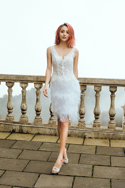 Năm 2020, các nhà mốt thế giới dự đoán xu hướng thời trang cưới mang đậm dấu ấn cá nhân. Không nằm ngoài xu thế ấy, Thịnh Nguyễn sáng tạo nên mẫu váy hướng tới sự hiện đại, tinh tế, phom dáng gọn gàng.
