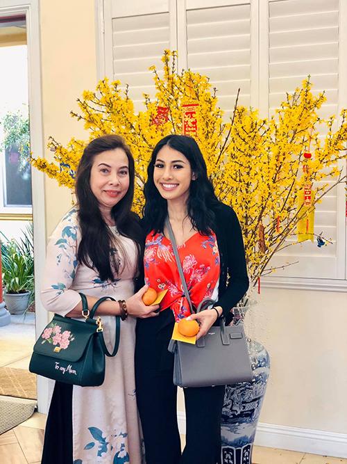 Jacqueline từng gây chú ý khi cùng mẹ và Bảo Nam về Việt Nam thăm Jennifer Phạm từ tháng 6/2016.