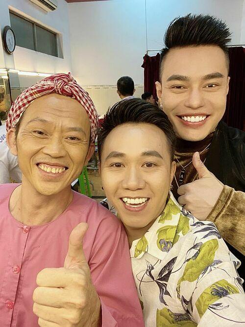 Anh Đức đi diễn ngay ngày đầu năm cùng nghệ sĩ Hoài Linh, diễn viên Lê Dương Bảo Lâm.