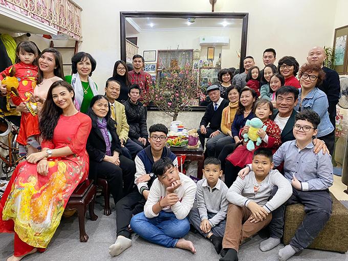 Với Hồng Quế Tết là lúc cả dòng họ quây quần bên nhau ngày mùng 1. Hạnh phúc là từ những điều bình dị nhất.