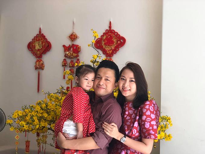 Yến Phương và con gái đón Tết thứ 2 ở Việt Nam cùng ông xã Lam Trường.