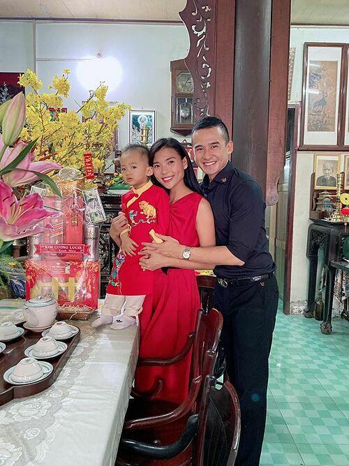 Vợ chồng Lương Thế Thành - Thúy Diễm về quê nội đón Tết.
