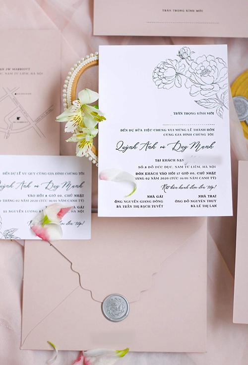 Trong bộ thiệp mời còn có tờ bản đồ hướng dẫn đường đi cho khách, thể hiện sự chu đáo của cô dâu, chú rể.