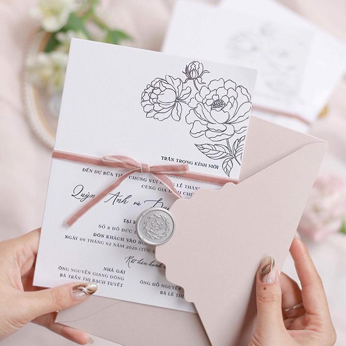 Đại diện của Quỳnh Anh - Duy Mạnh tiết lộ dresscode cho đám cưới là màu hồng pastel và trắng - 2 gam màu mà cô dâu ưa chuộng, giúp tạo sự hài hoà với concept tiệc cưới mà cặp 9X lựa chọn.