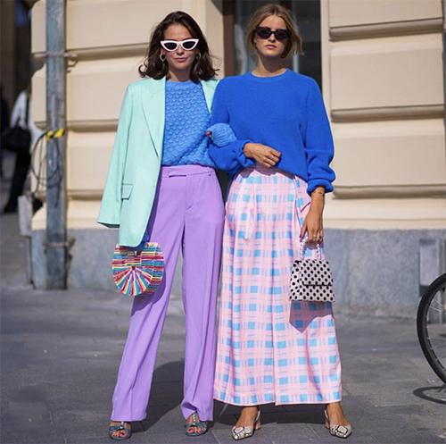 Chưa tự tin sử dụng sắc hồng đậm để mix đồ đi làm, các nàng có thể chọn giải pháp an toàn hơn với trang phục tông xanh hot trend.