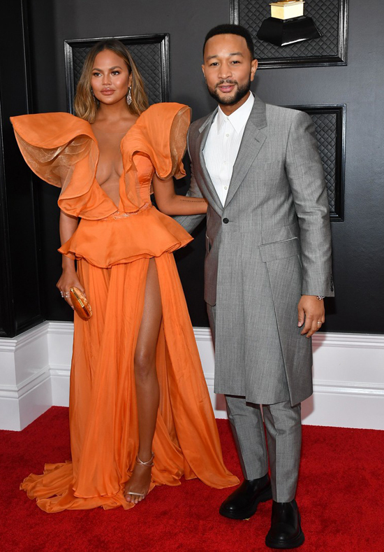 Thảm đỏ Grammy quy tụ nhiều ngôi sao ca nhạc lớn. Nam ca sĩJohn Legend đến cùng vợ, người mẫuChrissy Teigen.