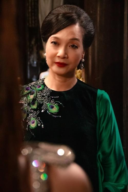 Đối trọng với Ms.Q trong phim là mẹ chồng tương lai Thái Tuyết Mai do NSND Lê Khanh vào vai. Bà luôn xuất hiện với các bộ áo dài, váy kín đáo, chất liệu nhung, gấm, thêu phượng tôn lên địa vị một quý bà giàu sang, mang tone màu trầm biểu lộ tính cách nghiêm túc, trầm lắng, cất giấu nhiều bí mật, mâu thuẫn.