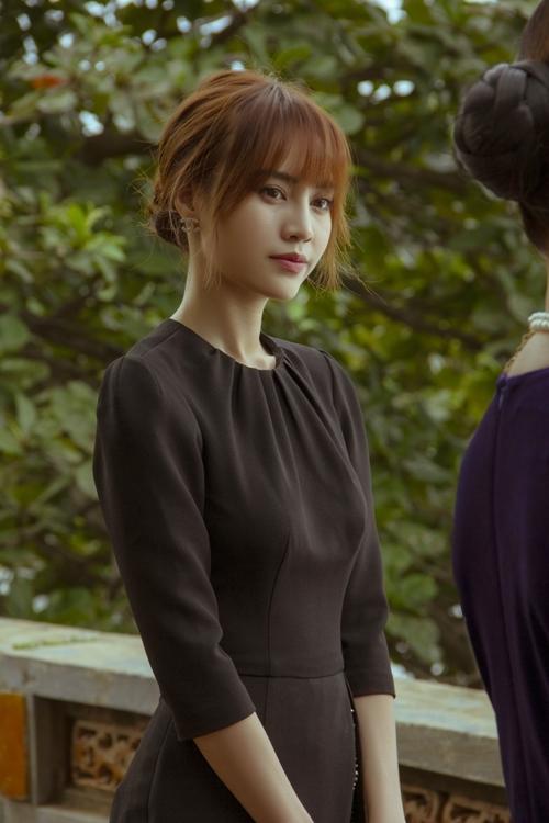Đây là một cảnh hiếm hoi MsQ Lan Ngọc mặc đồ đen, phù hợp với sự trưởng thành mới trong tâm lý của cô. Đây cũng là một nốt trầm trong mạch phim.