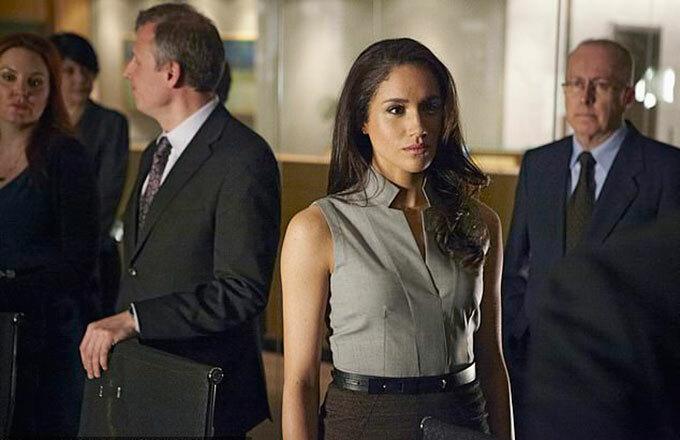 Meghan đóng vai Rachel Zane trong phim Suits. Ảnh cắt màn hình.