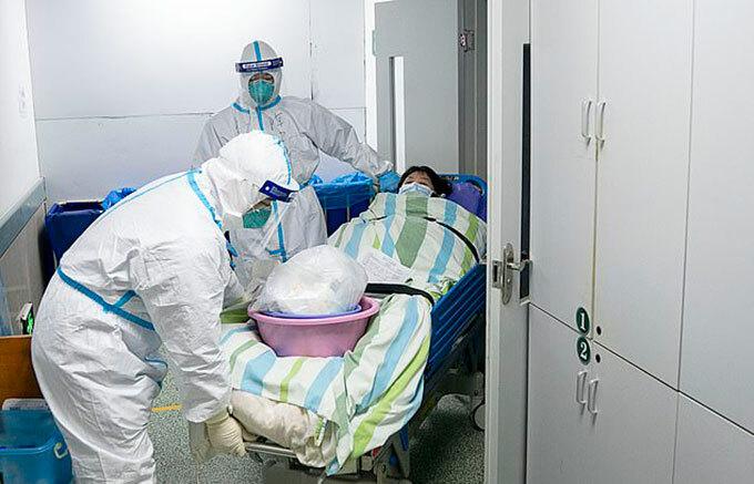 Bệnh nhân nhiễm corona được điều trị ở bệnh viện của Vũ Hán. Ảnh: Xinhua.