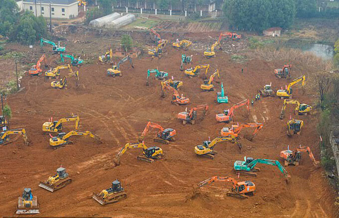 Công trường xây dựng bệnh viện khẩn cấp để đối phó với dịch viêm phổi ở Vũ Hán. Ảnh: Barcroft Media.