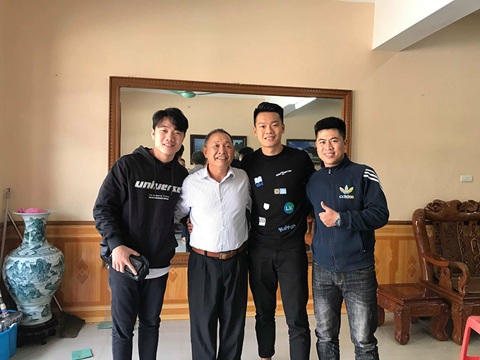 Hôm mồng 2 Tết, Xuân Trường và Thành Chung rủ nhau về trường đại học Tân Trào, Tuyên Quang để thăm thầy giáo cũ.