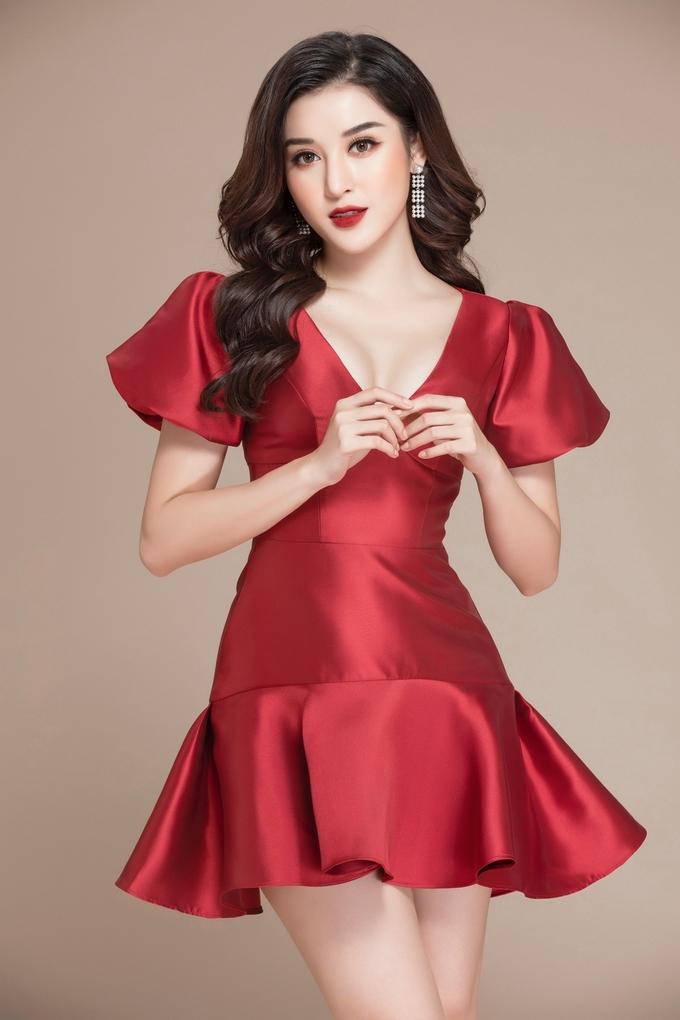 Huyền My gợi ý váy đỏ du xuân