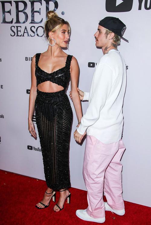 Buổi ra mắt phim Justin Bieber: Seasons diễn ra tại rạp Regency Bruin ở Los Angeles. Bà xã Hailey Bieber cùng nhiều người thân của Justin đến ủng hộ nam ca sĩ.