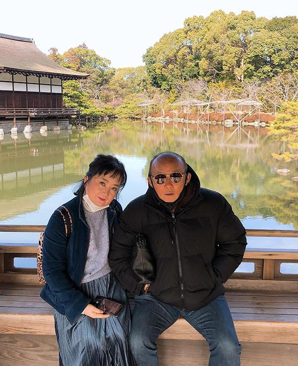 HLV Park và bà xã Choi Sang-a tại Kyoto. Ảnh: FB.