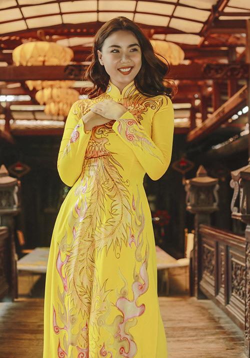 Cô hạnh phúc vì sau 10 năm gia nhập showbiz Việt đã dám thử sức với vai trò mới và được gia đình, bạn bè ủng hộ.