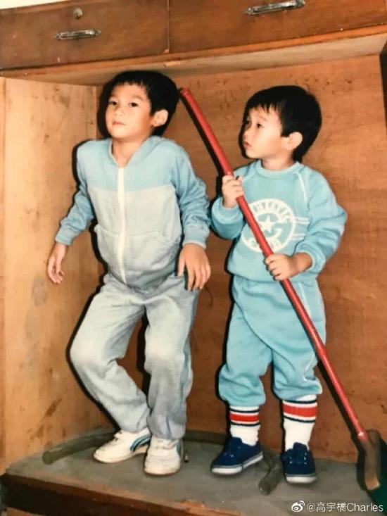 Bức hình hai anh em khi còn nhỏ được Cao Vũ Kiều chia sẻ trên mạng xã hội.