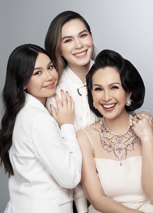 Nhân dịp hai con gái Thùy My, Quế My về nước ăn Tết, nữ diễn viên thực hiện bộ ảnh gia đình ba thế hệ.