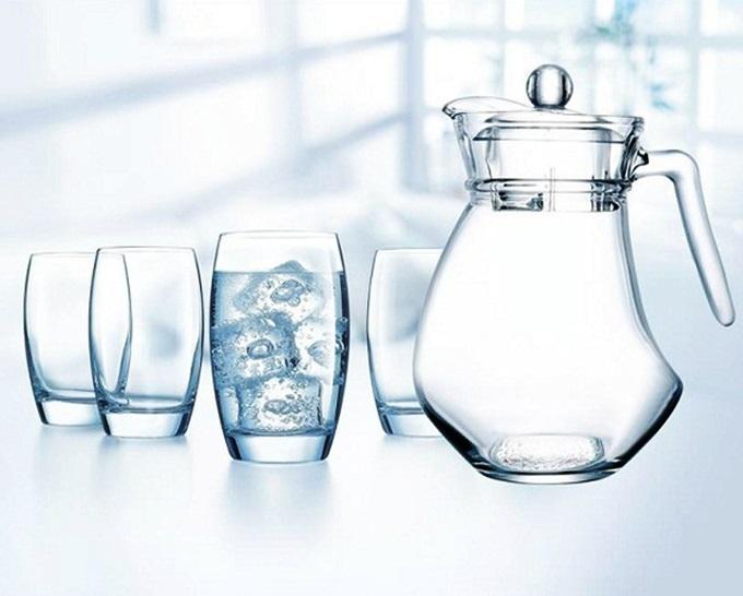 Store Ngôi Saoưu đãibộ bình ly thủy tinh Wavy Saltolên đến 29%, chỉ còn 199.000 đồng (giá gốc 270.000 đồng). Sản phẩm thiết kế đơn giản, tinh tế, là lựa chọn cho phòng khách hay phòng ăn gia đình. Bình và ly làm từ thủy tinh cao cấp, có độ sáng bóng tinh khiết cùng khả năng chịu nhiệt, chống bám bẩn và lau chùi dễ dàng.Sản phẩmgồm 1 bình 1,6 lítvà ly uống nước dung tích 310 ml.
