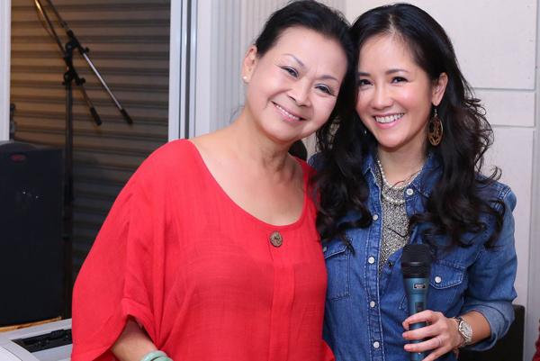 Ca sĩ Khánh Ly và Hồng Nhung.