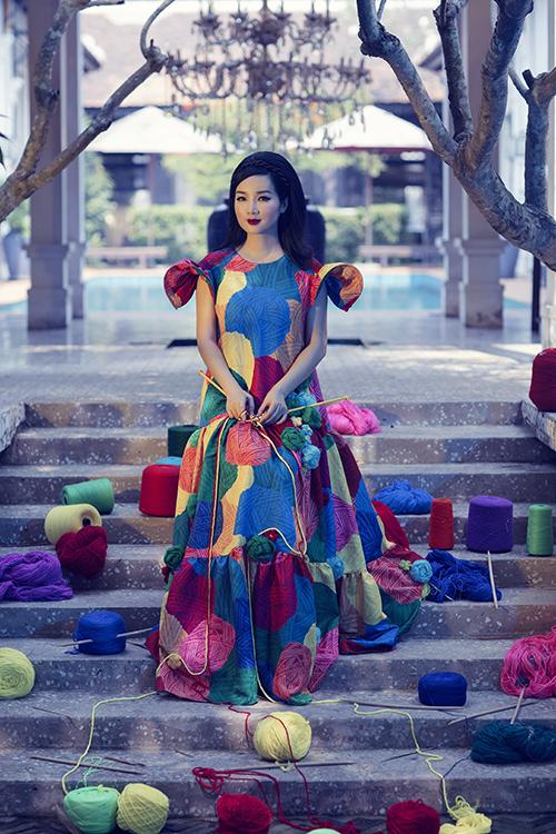 Giáng My là nhân vật chính trong bộ ảnh quảng bá cho show diễn của hai nhà mốt Việt sẽ được giới thiệu tại Mỹ vào ngày 6/2.