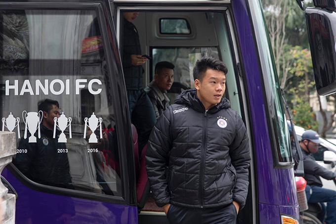 Hôm 29/1 (mồng 5 Tết), CLB Hà Nội hội quân trở lại để chuẩn bị cho mùa giải 2020. Trong ngày này, các cầu thủ không phải ra sân tập mà được ban lãnh đạo CLB lì xì cho chuyến đi vãn cảnh, lễ cầu may ở một số địa danh nổi tiếng ở thủ đô.