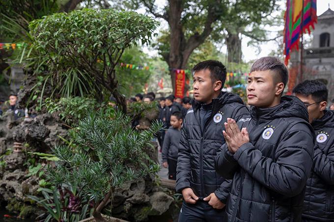 Đi lễ cầu may là hoạt động thường niên của CLB Hà Nội trong mỗi dịp khai xuân.
